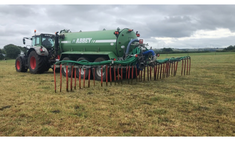 applying-slurry-down-the-field-1